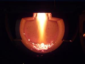 hoření plamene ve spodní spalovací komoře v kulovém prostoru